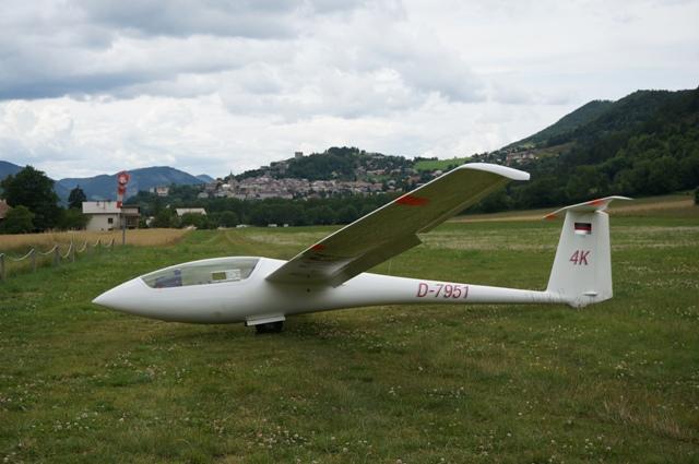 """ASW 24 """"außengelandet"""" auf dem Nachbarflugplatz von Gap"""